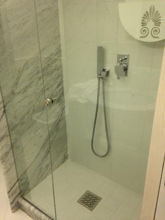 Hotel Il Tempio: Shower