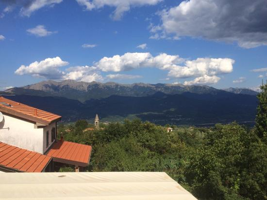 Pozzo di Mulazzo, Italia: View from the doorsteps to my room