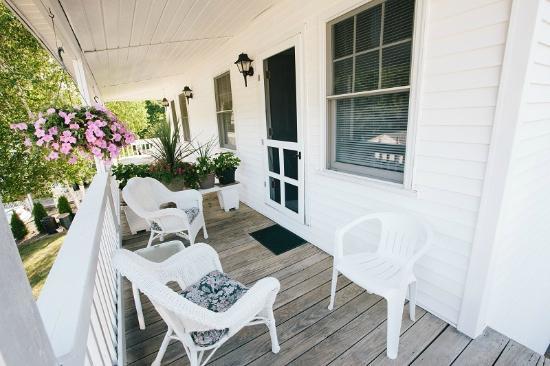 Leisure Inn: Private Porch off the Star Bright Suite