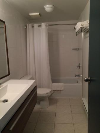 Best Western Plus Hotel Albert Rouyn-Noranda: Bathroom
