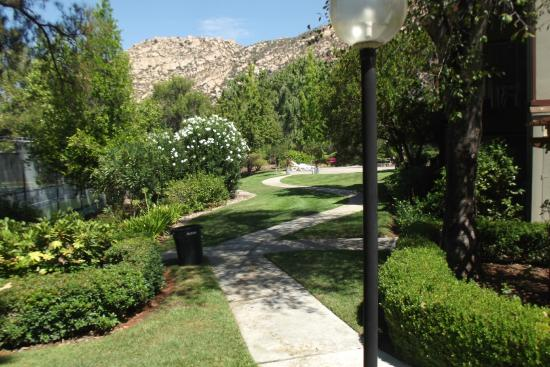 San Diego Country Estates: Gardens around the hotel