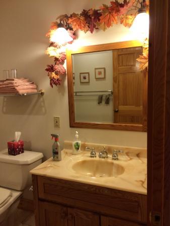 South Meadow Farm Lodge: Maple Room BA Sink