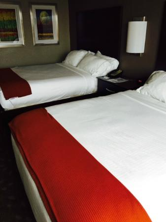 Holiday Inn Express Saint Robert-Fort Leonard Wood: Room with two queen beds