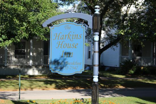 The Harkins House Inn Bed & Breakfast : Sign
