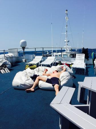 Flower Garden Banks National Marine Sanctuary : Relaxing on sun deck of the M/V fling between dives.