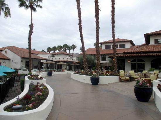 Omni Rancho Las Palmas Resort & Spa: Beautiful entrance