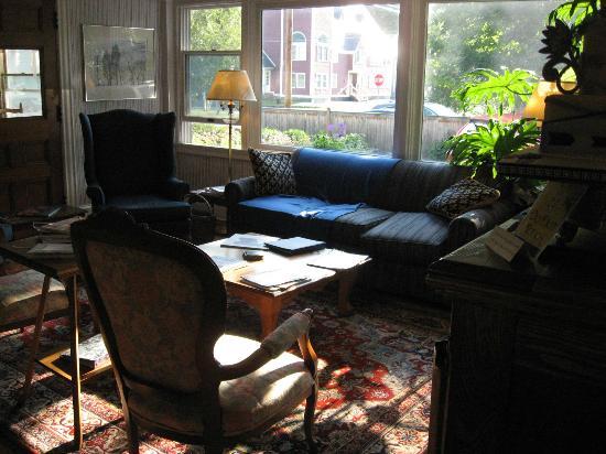 The Pettigrew Inn: Sitting room