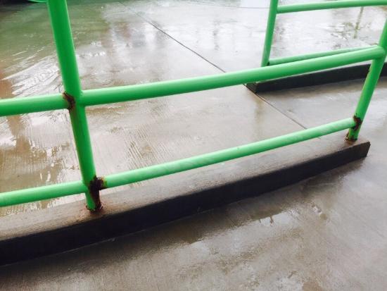 Water-Zoo Indoor Water Park: Gross conditions