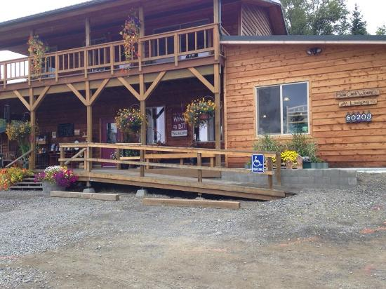 Bear Creek Winery and Lodging: The winery