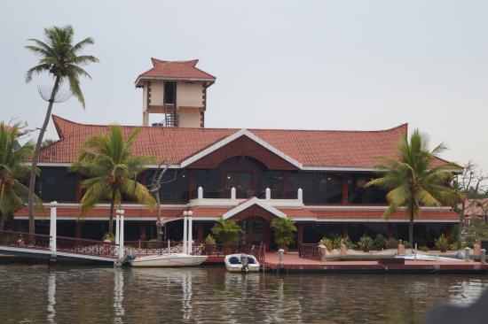 Lake Palace Family Resort: Main Building
