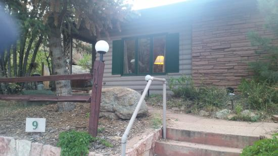 Sunnyside Knoll Resort: outside cabin 9