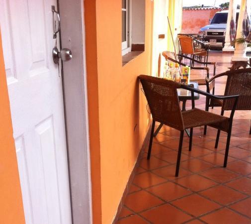 Hotel Descanso Tropical: lo que dejaron los dueños de la noche anterior