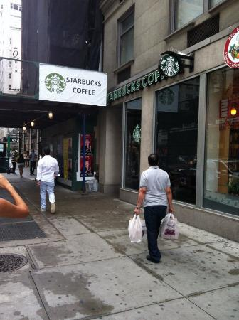 Starbucks : вход