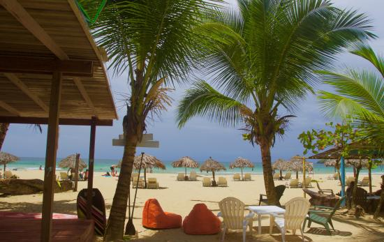 The view from Nachyo Mommas Taco Bar at Red Frog Bungalows Resort...Oozing tropical !