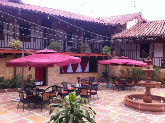 Hotel Hicasua: Patio, SPA Y Bar Del Hotel