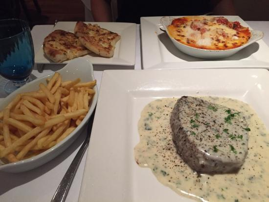 Hartley Wintney, UK: Lasagne, Fillet Steak with Blue Cheese Sauce, Skinny Fries & Garlic Bread with Cheese. Perfect.