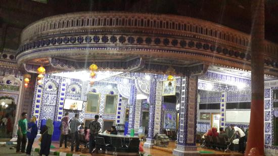 Malang, Indonesia: nuansa malam hari di bagian belakang pondok
