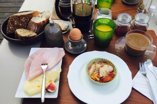 L'Avila Cassis: Zeer toffe mensen, verzorgde kamers en rustig gelegen met prive parking ... Lekker ontbijt ... G