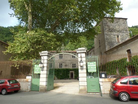 Le Castel de Burlats : La cour du Castel