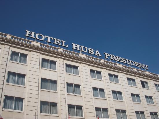 Husa President Park: exterior