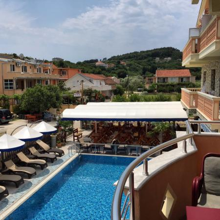 Villa Primafila: View of the pool and restaurant from one of the rooms.