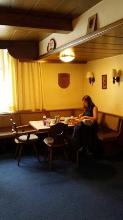 Sistrans, Österreich: Area pranzo e ingresso struttura