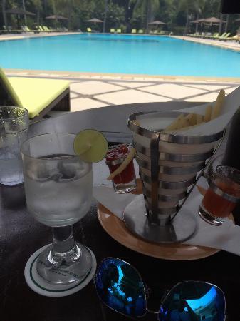 Hotel Borobudur Jakarta : Poolside