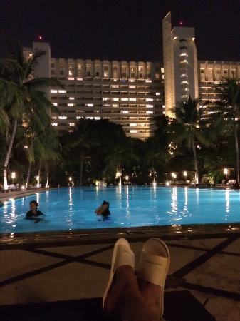 Hotel Borobudur Jakarta: Pool Malam Hari