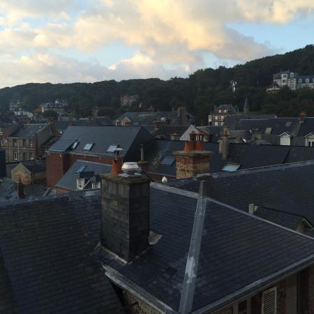 Hotel Le Rayon Vert : вид из окна на городок