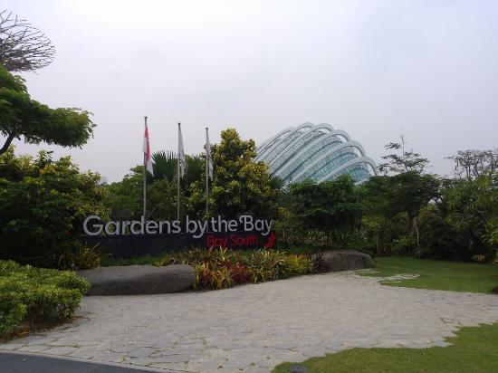 gardens by the bay entrance with the dome as the background