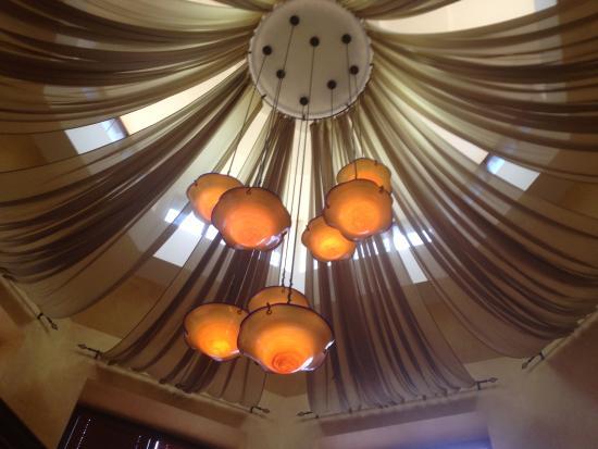Biaggi's Ristorante Italiano : Biaggi's Italian Ristorante - overhead lights in entrance