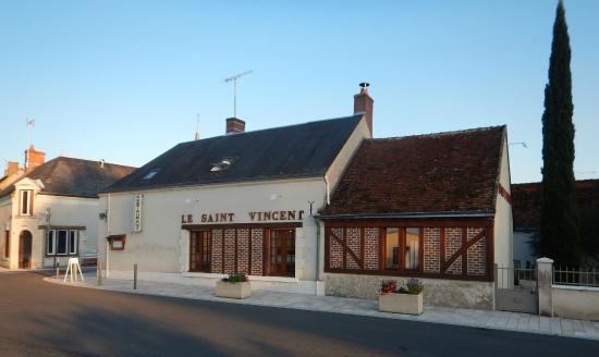 restaurant situé sur la place d'OISLY