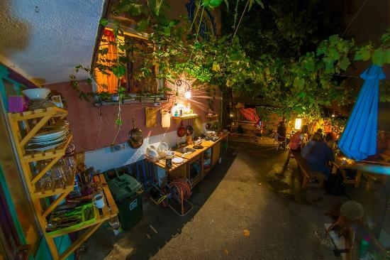 Hostel Mali Mrak: Garden @night