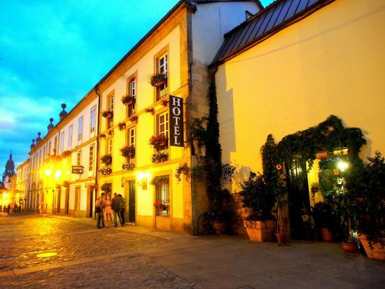 Costa Vella Hotel: Calle Porta da Pena