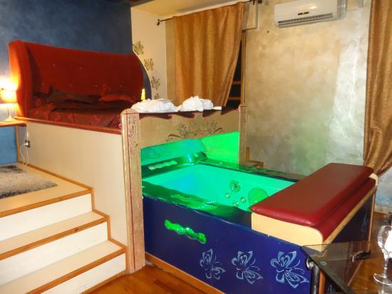 Camera da letto con vasca idromassaggio - Foto di L\'Oasi e ...