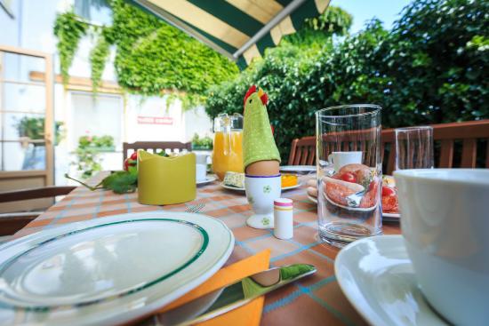 Weingut & Landhaus Willi Opitz: Breakfast