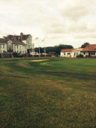 The Links Country Park Hotel & Golf Club: 9th Hole - Hotel View