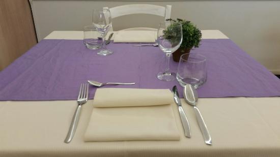I nuovi tavoli foto di le gambe sotto il tavolo azzano - Cosce aperte sotto il tavolo ...