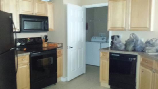 Terrace Ridge Disney World: Kitchen and laundry