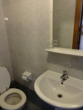 Balco Harmony Hostel: bathroom