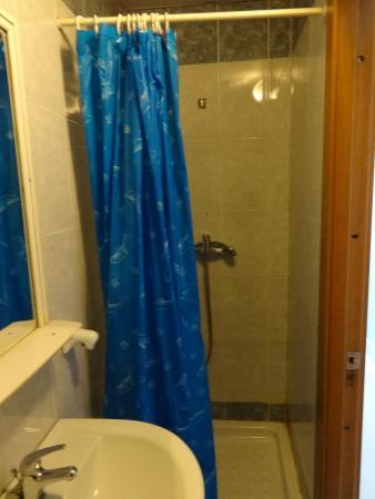 Balco Harmony Hostel: shower