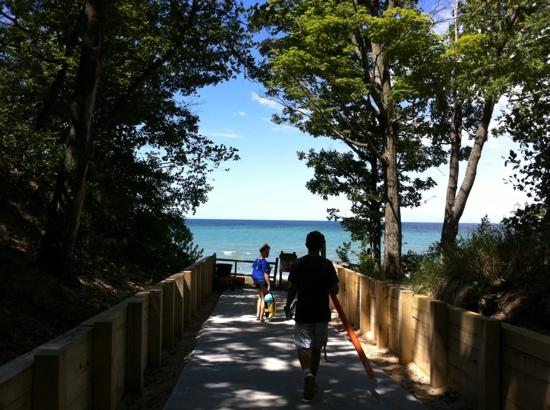 Covert, MI: Nice, recently upgraded walk through the dunes to the beach