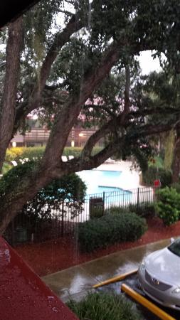 Red Roof Inn Hilton Head Island: Little bit of rain but cleared up pretty quick