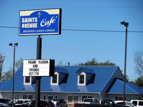 Bowling Green, Μιζούρι: Saints Ave Cafe sign, lot, bldg...3