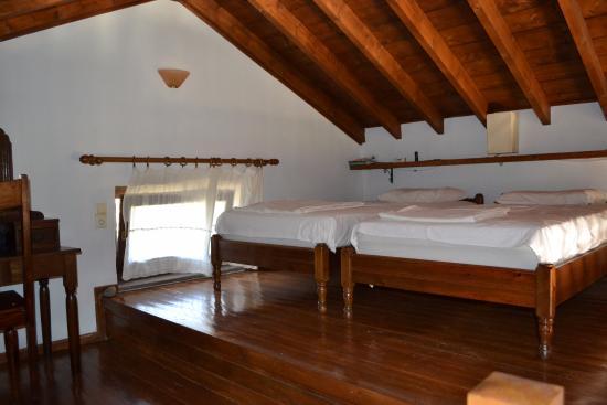 Slaapkamer maisonnette (= vide van huisje 4) - Picture of Elpiniki ...