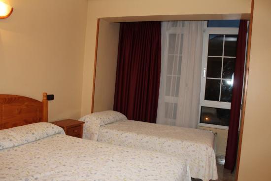 Hotel Naranjo de Bulnes: наша комната