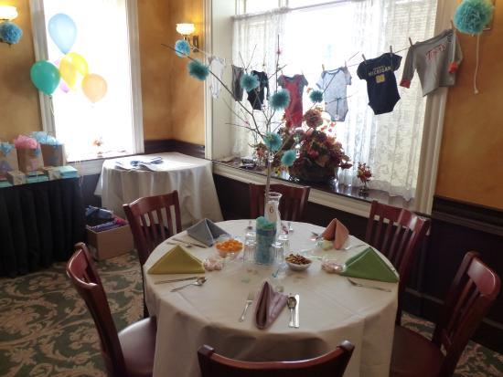 Trenton, MI: Gold dining room