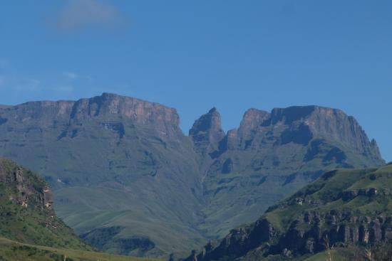 uKhahlamba-Drakensberg Park, Güney Afrika: Champagne Castle, Monk's Cowl and Cathkin Peak