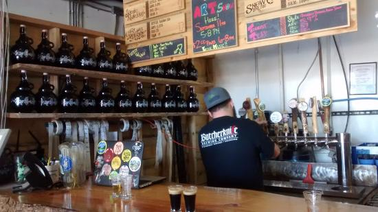Crazy Mountain Brewing Company : Service bar