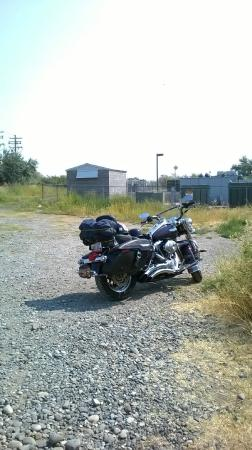 Paterson, WA: Parking lot is primitive but Kingzilla didnt mind